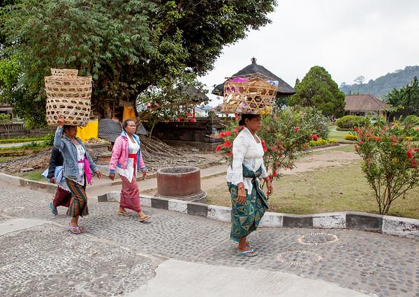 Bali ženy náklad na hlavě