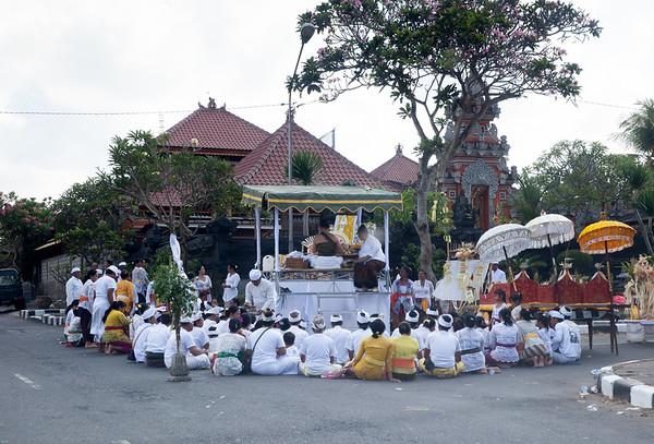 Bali obřad na ulici