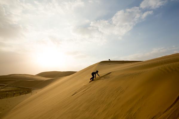 Katar poušť západ slunce duny